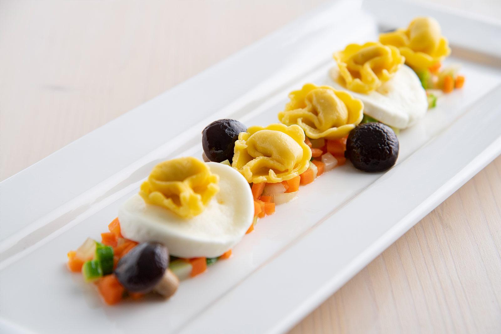Ricetta Cappelletti al crudo con mirepoix di verdure stufate con mozzarella di bufala filente - Pasta di Venezia