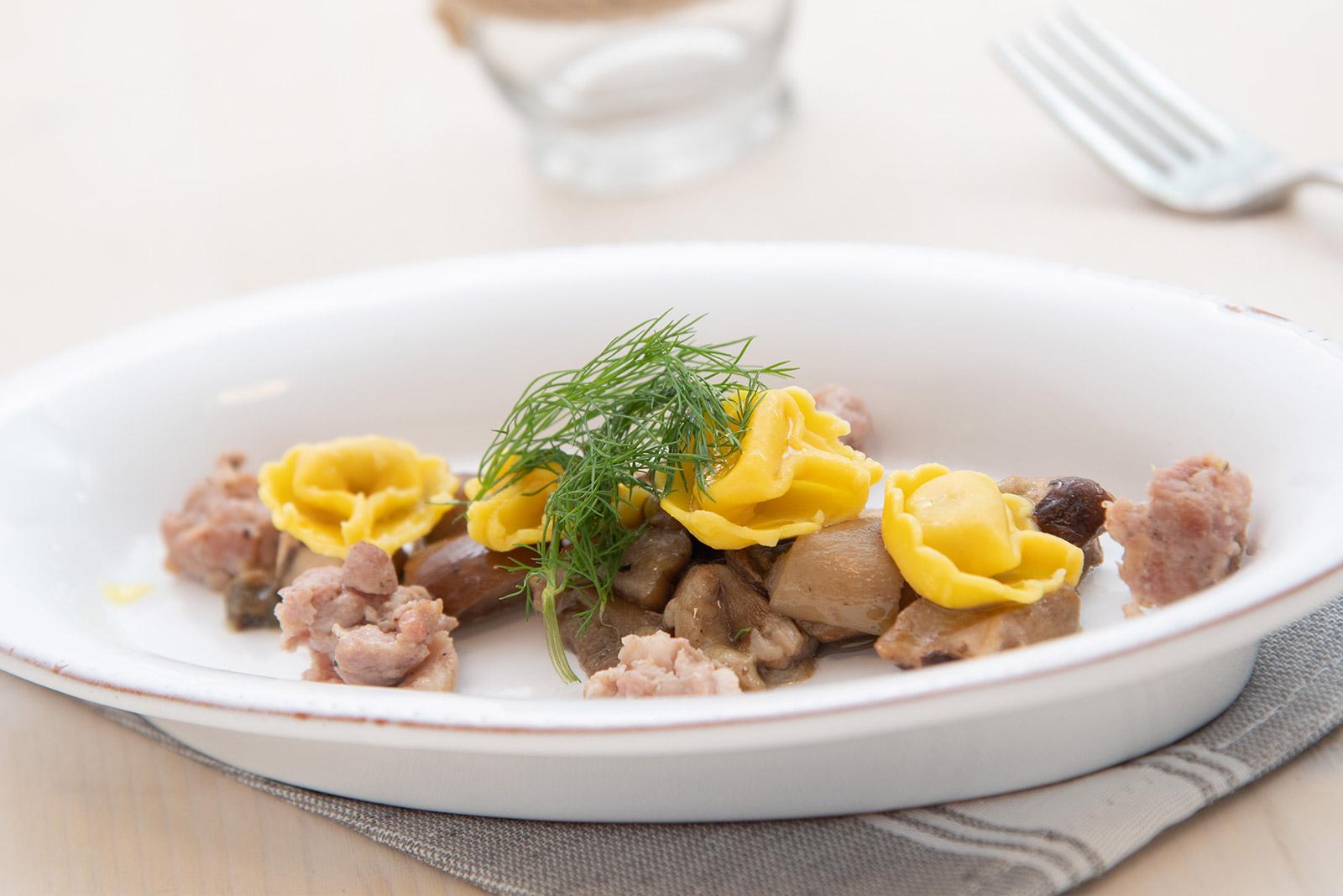 Ricetta Cappelletti al crudo con funghi porcini e salsiccia scottata - Pasta di Venezia